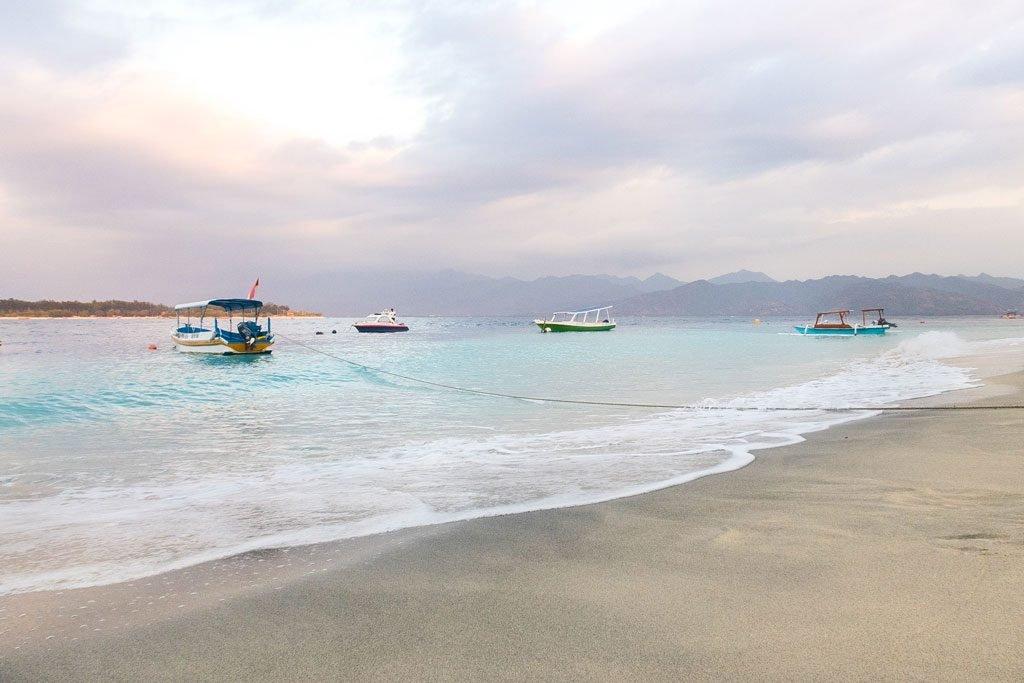 Barcos en la playa de Gili Trawngan - Lombok, Indonesia