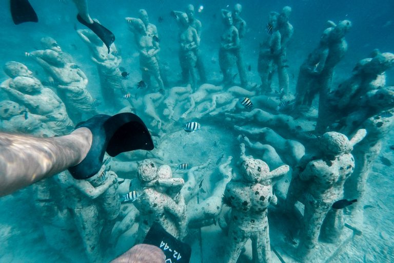 Snorkeling at the underwater statues of Gili Meno