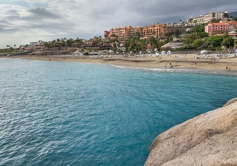 Vistas a la Playa del Duque en Tenerife