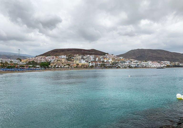 Ambiente tranquilo en la Playa de las Vistas en Tenerife