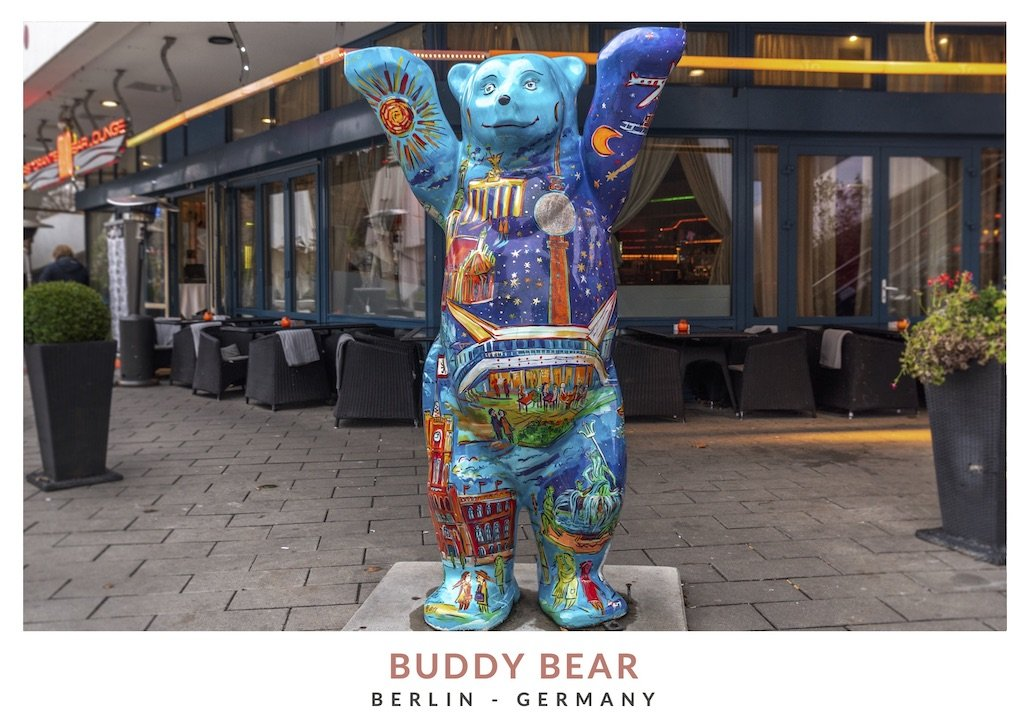 Postal con una imagen de un oso Buddy Bear, símbolo de Berlin