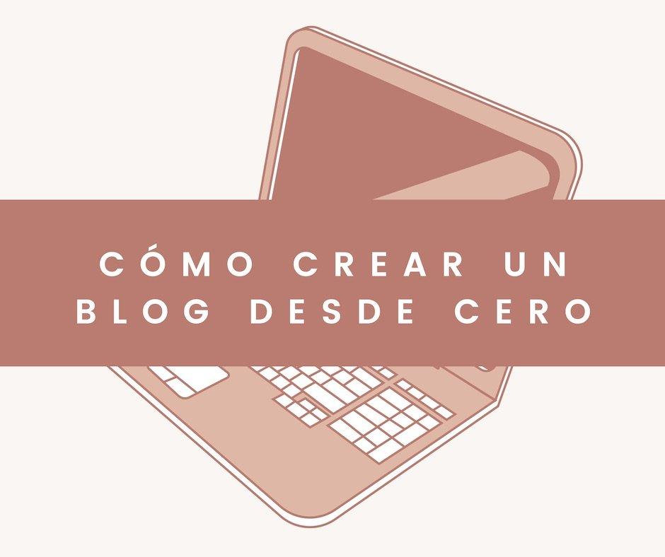"""Imagen portátil con texto """"Cómo crear un blog desde cero"""" blog We Collect Postcards"""