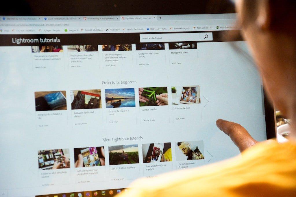 Imagen de una pantalla con tutoriales
