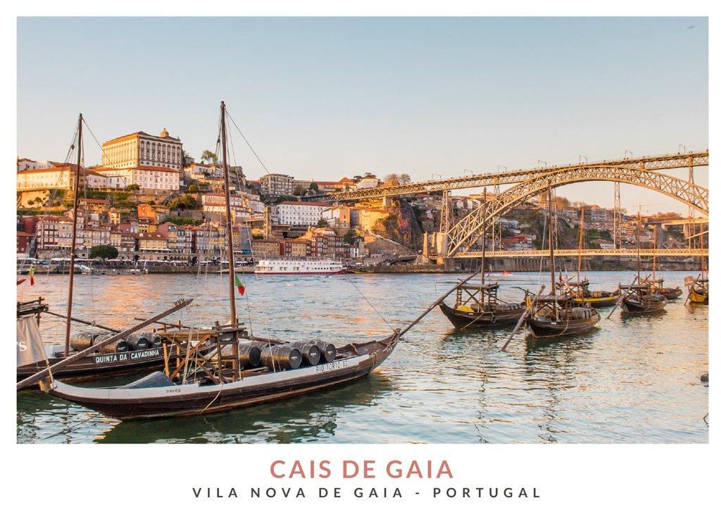 Postal con una imagen de rabelos en Cais de Gaia, Portugal