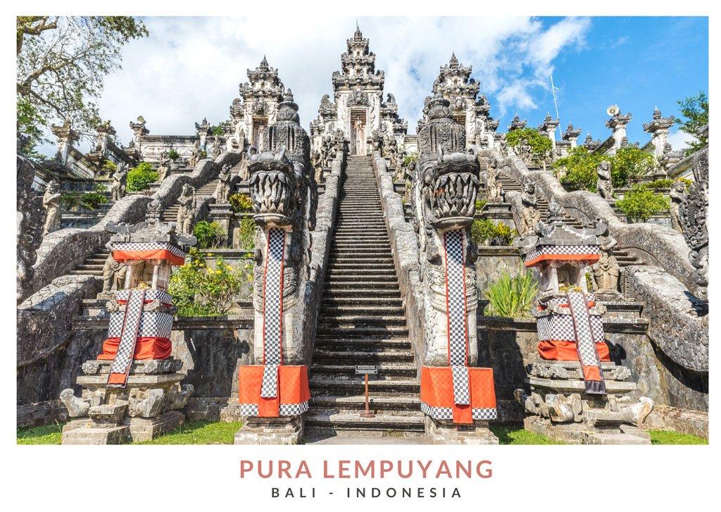 Postal con una imagen del templo Lempuyang, Bali - Indonesia
