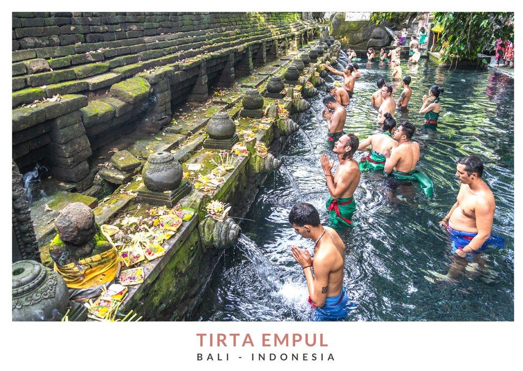 Postal con una imagen del templo Tirta Empul, Bali - Indonesia