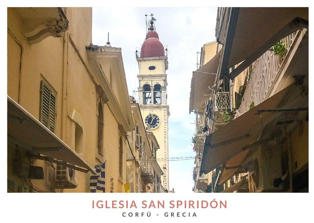 Postal con una imagen del campanario de la Iglesia San Spiridón, Corfú, Grecia