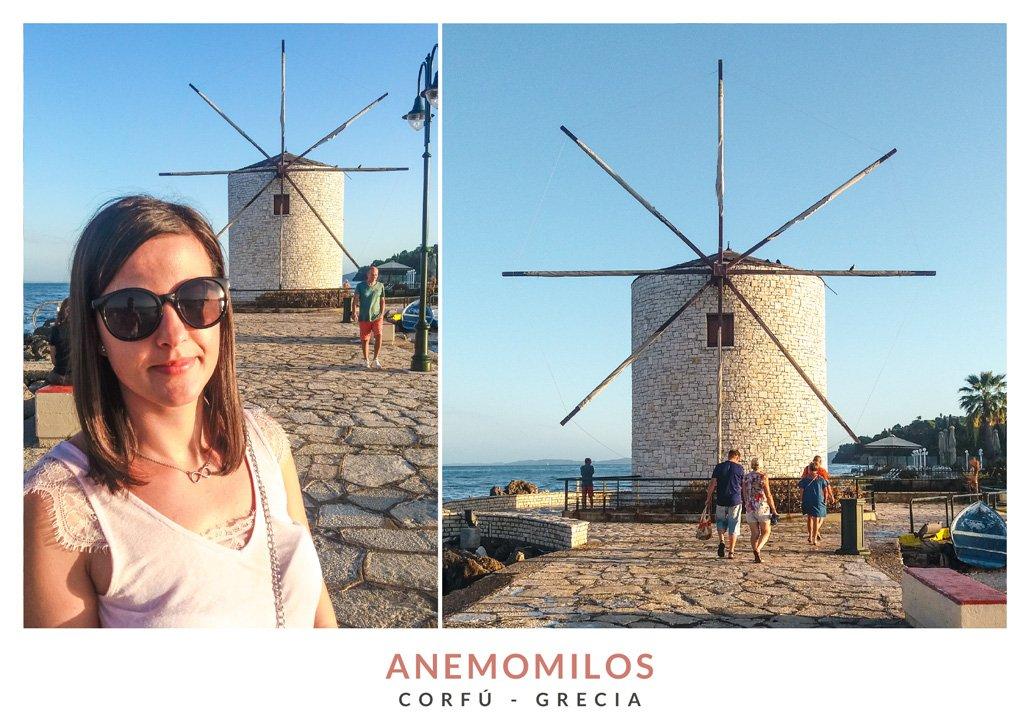 Postal con dos imágenes del molino de viento Anemomilos en Corfú, Grecia