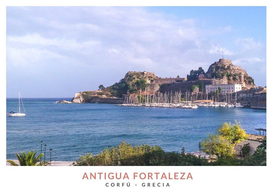 Postal con una imagen de la Antigua Fortaleza de Corfú, Grecia