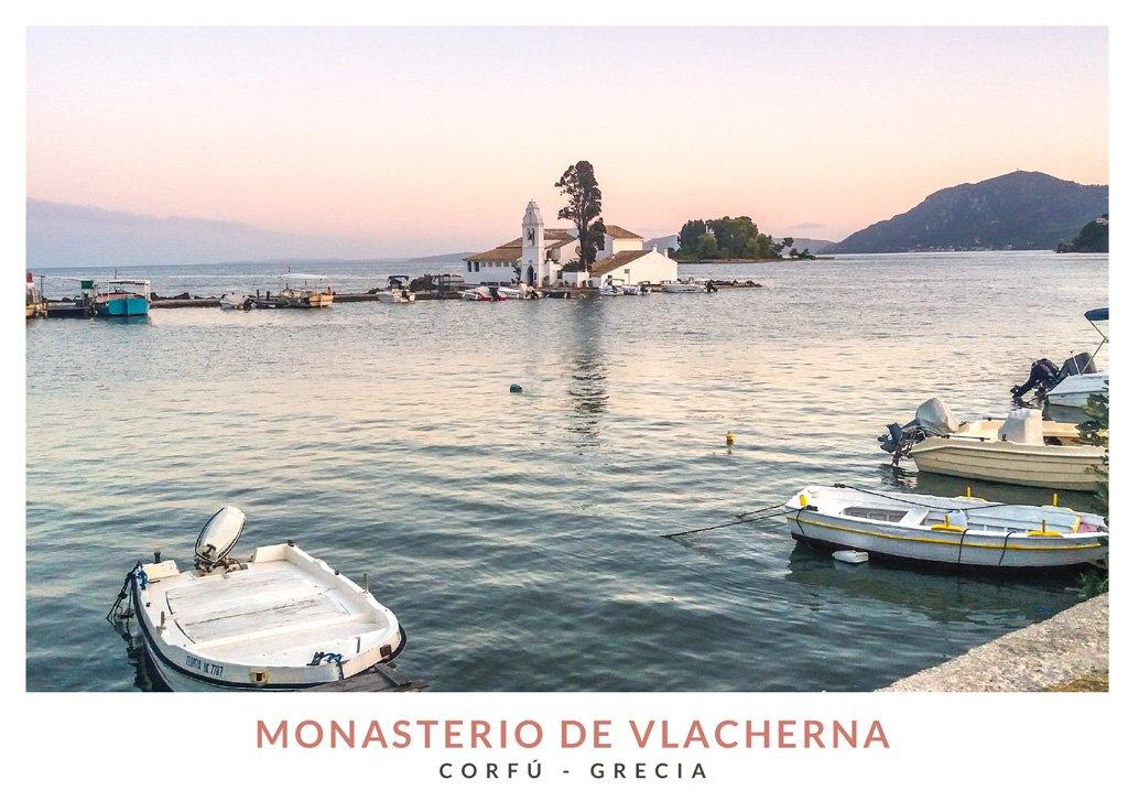 Postal con una imagen del Monasterio de Vlacherna en Corfú, Grecia