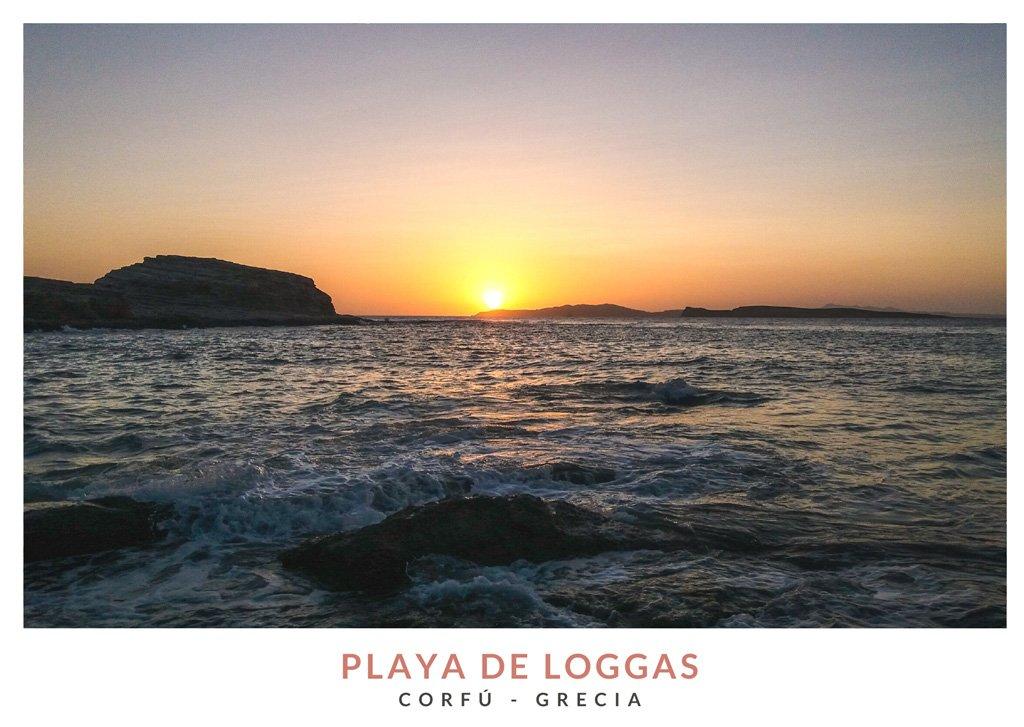 Postal con una imagen del atardecer en la playa Loggas, Corfú - Grecia