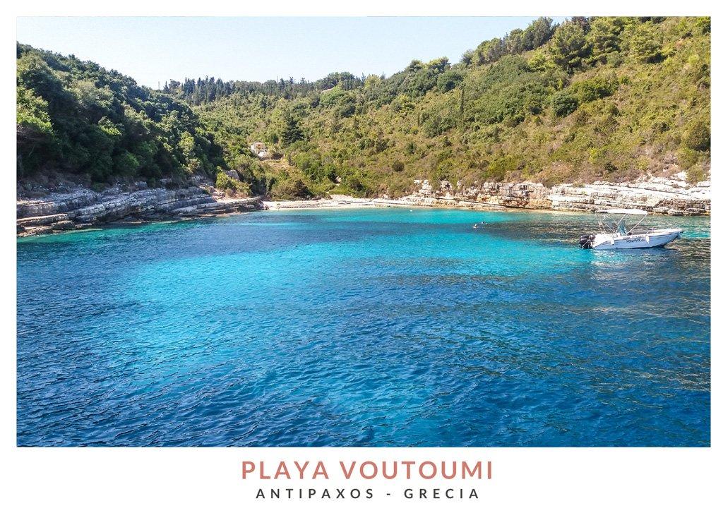 Postal con una imagen de la playa Voutoumi en Antipaxos, Grecia