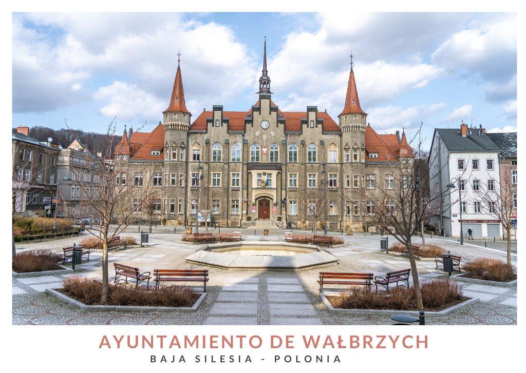 Edificio del ayuntamiento de Wałbrzych en la Baja Silesia, Polonia