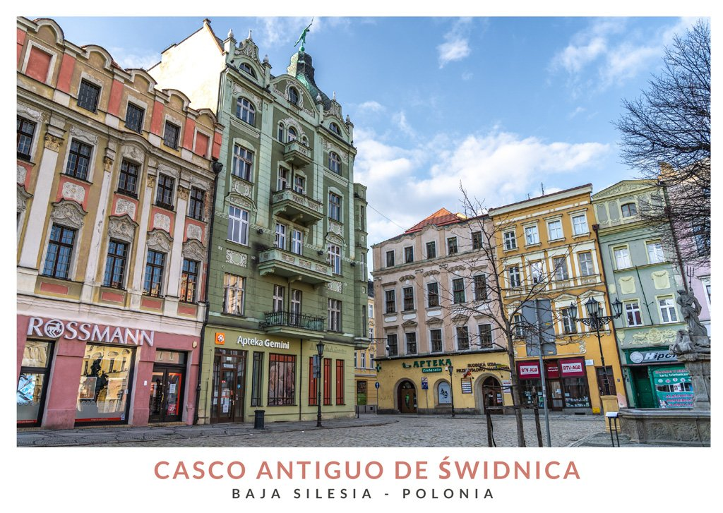 Edificios coloridos en el casco antiguo de Świdnica, Baja Silesia (Polonia)
