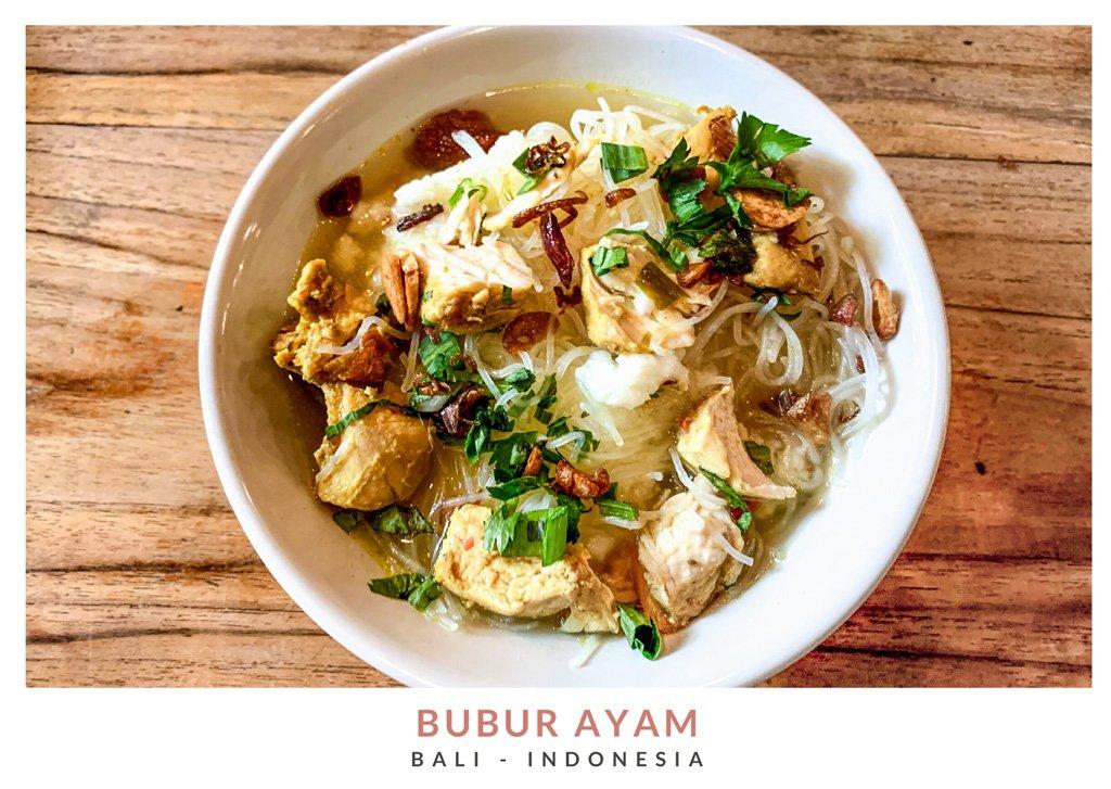 Bubur ayam, plato tradicional indonesio en el warung Biah Biah en Ubud
