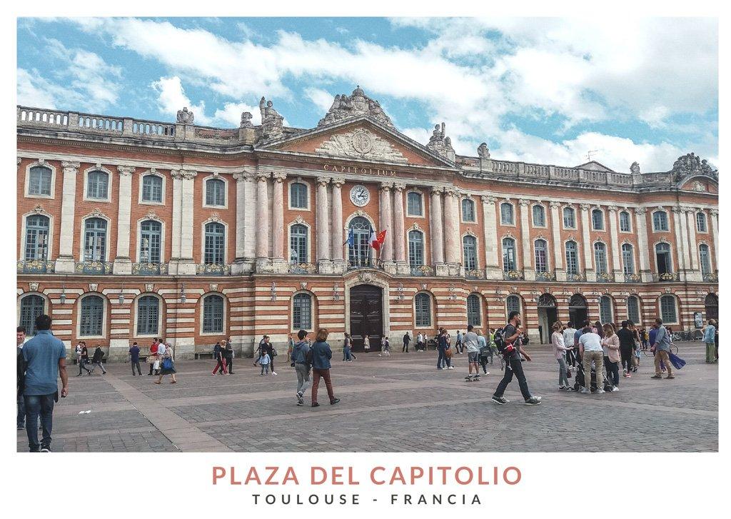 Edificio del Capitolio en la plaza con el mismo nombre, en Toulouse - Francia