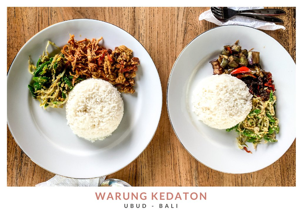 Comida tradicional balinesa en el restaurante Warung Kedaton en Ubud