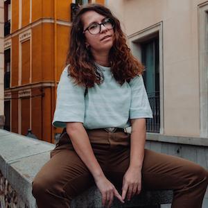 Alex, creadora de un blog de bienestar holístico, vida consciente y estilo personal