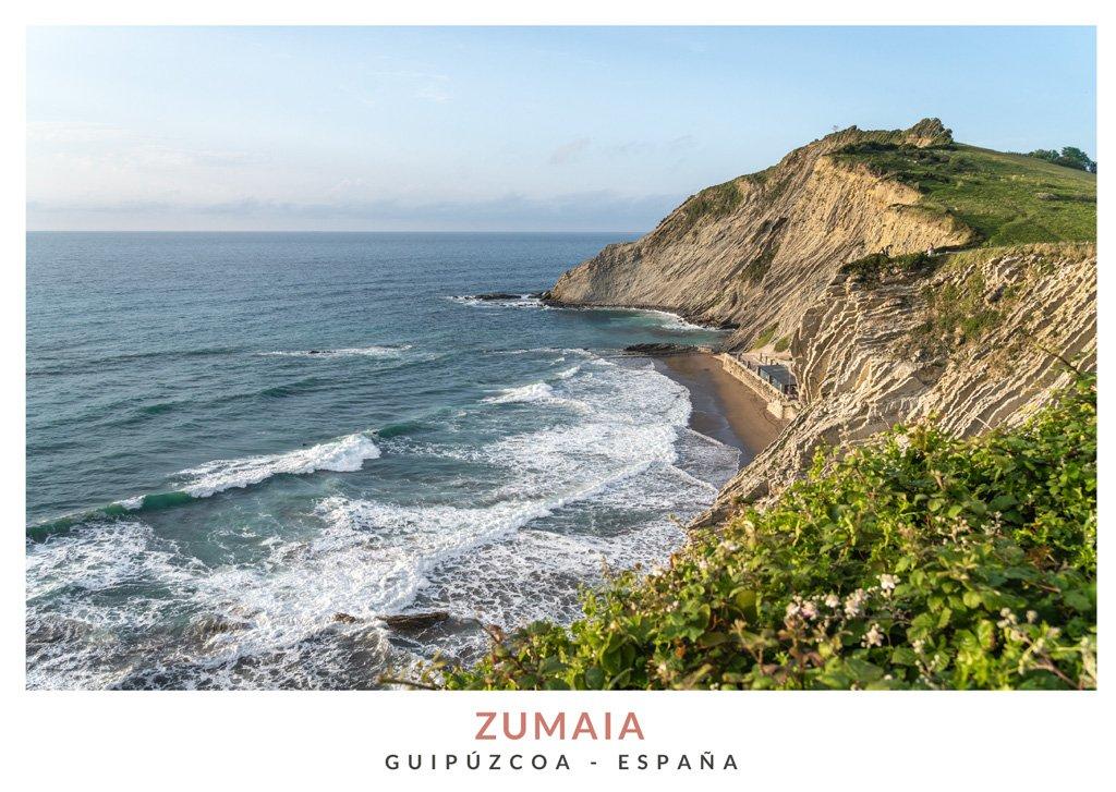Vista panoramica de la Playa Itzurun con formaciones rocosas del tipo Flysch, País Vasco