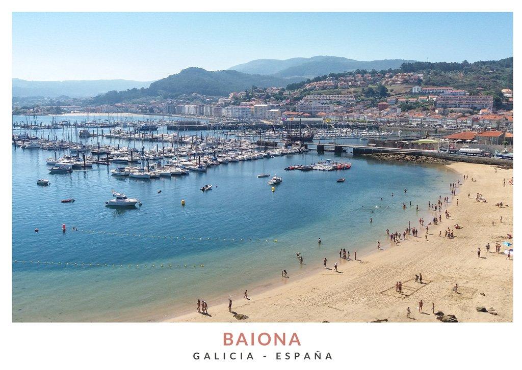 Vista de la playa y el puerto de Baiona desde el Castillo Monterreal, Galicia