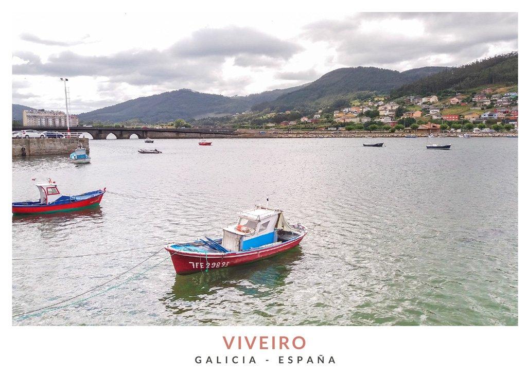 Vista del puerto de Viveiro con el Puente de la Misericordia a la izquierda y casas de la localidad de fondo