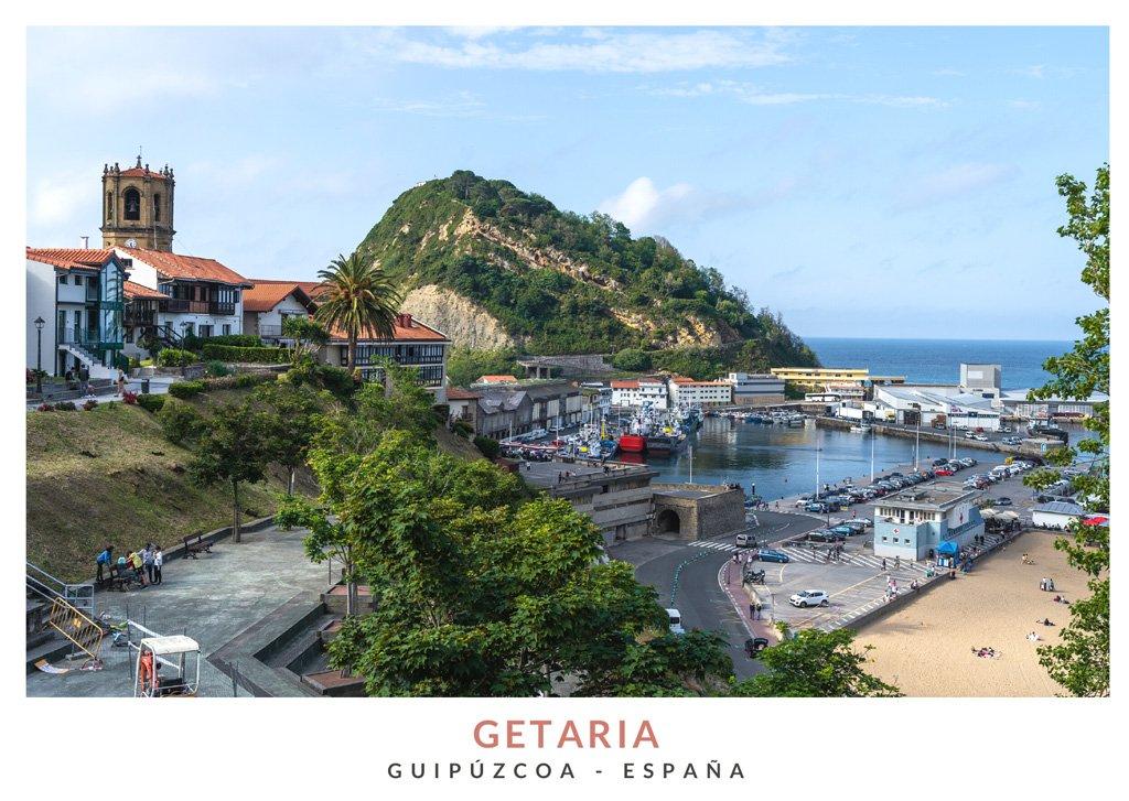 Vista del pueblo y el puerto de Getaria desde el Monumento a Juan Sebastián Elcano, Guipúzcoa