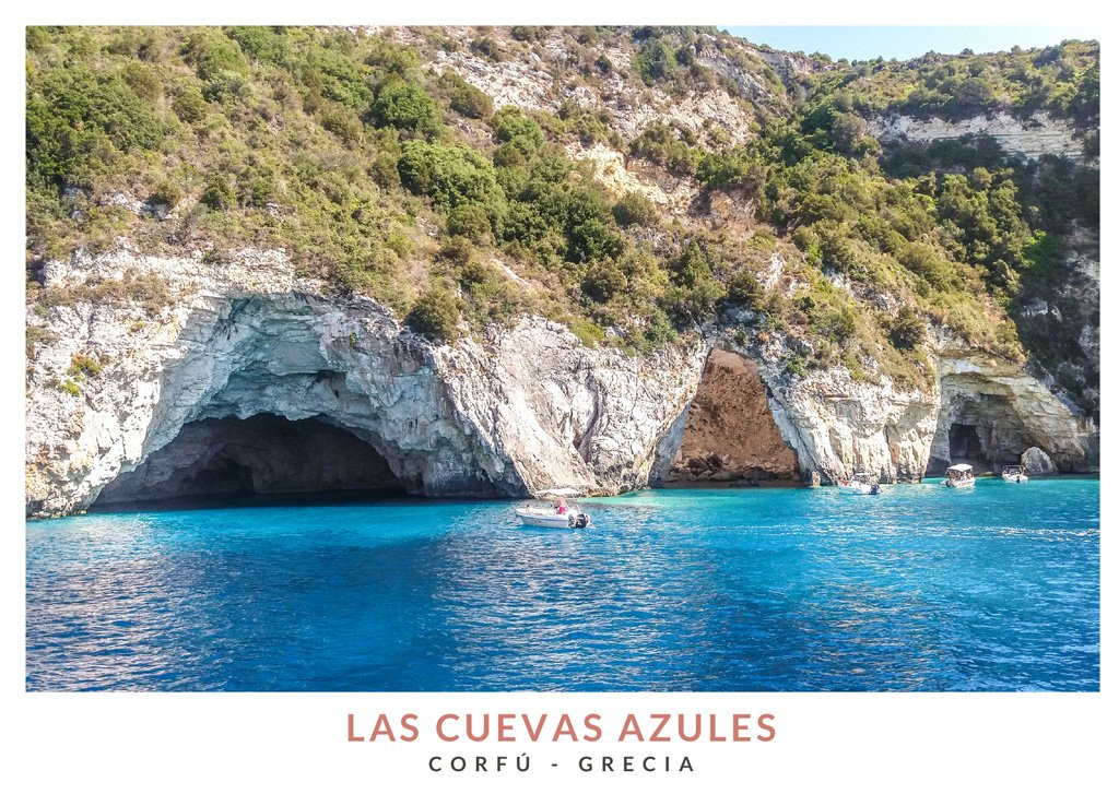 La Cuevas Azules en Corfú vistas desde un barco durante una excursión, Grecia