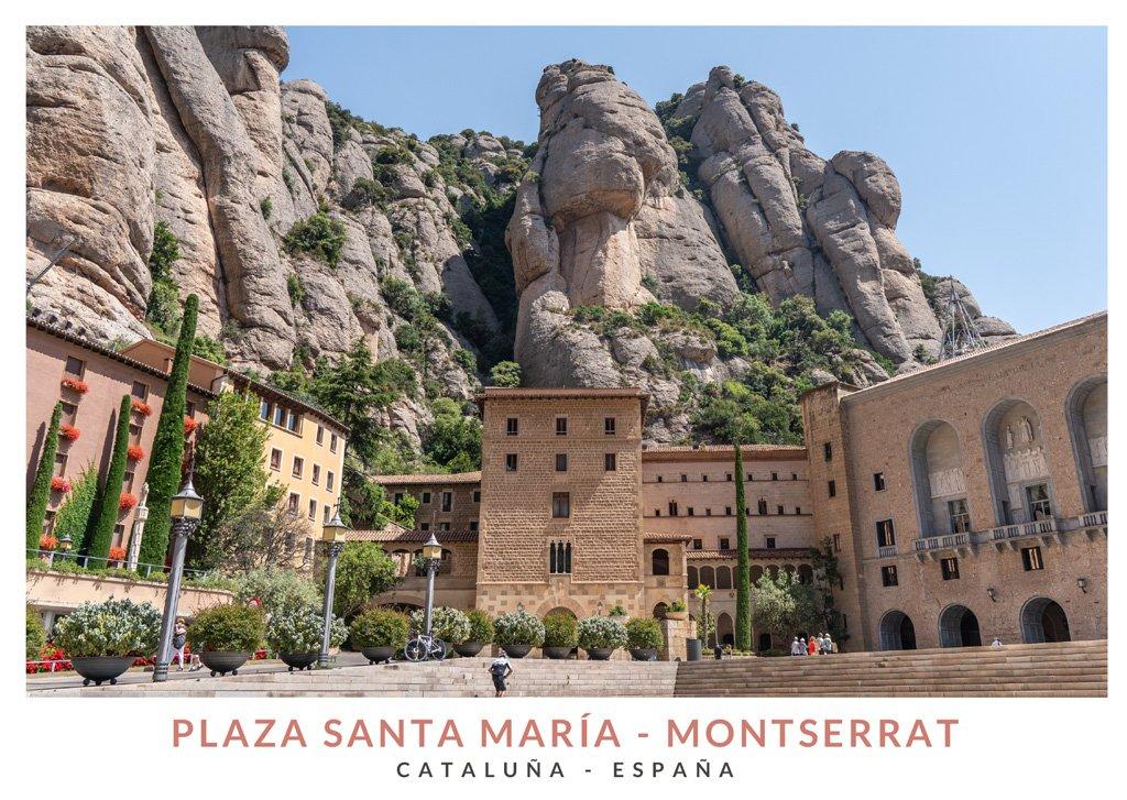 Vista de la Plaza de Santa María de Montserrat con la Basílica de Montserrat de fondo
