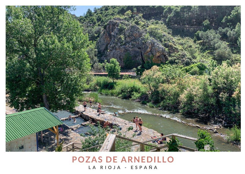 Personas bañandose en las pozas de Arnedillo, en La Rioja