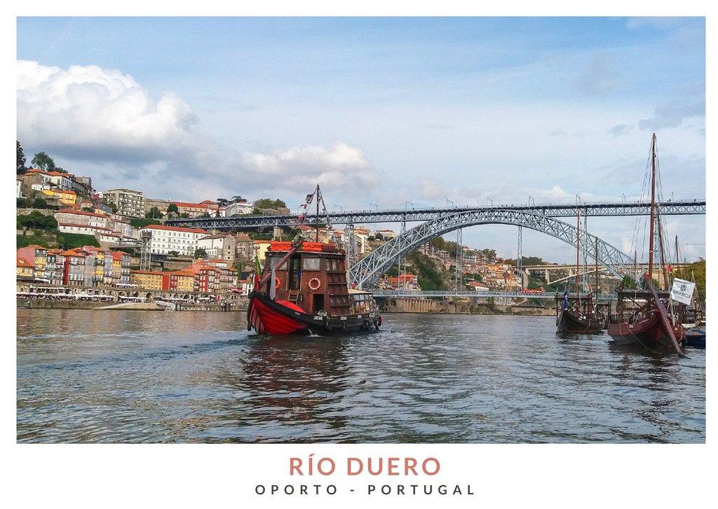 Barcos en el Rio Duero en Oporto, Portugal