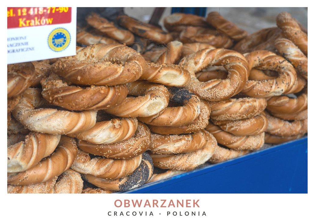 Pretzel típico polaco llamado obwarzanek en Cracovia