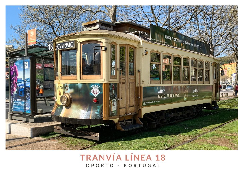 Tranvía de madera de la línea 18 Oporto, Portugal